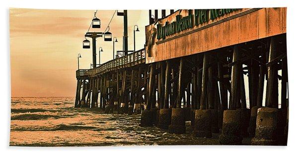 Bath Towel featuring the photograph Daytona Beach Pier by Carolyn Marshall