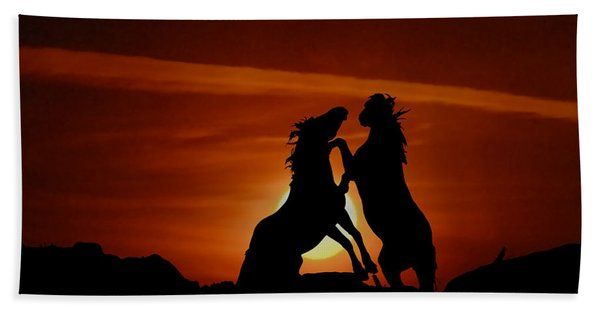 Duel At Sundown Bath Towel