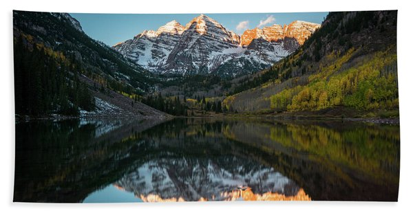 Hand Towel featuring the photograph Fall Sunrise At Maroon Bells by James Udall