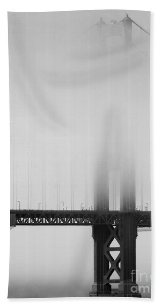 Fog At The Golden Gate Bridge 4 - Black And White Bath Towel