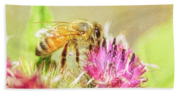 Gathering Pollen Bath Towel
