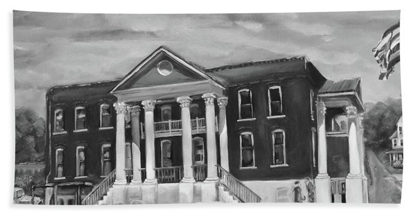 Gilmer County Old Courthouse - Black And White Bath Towel