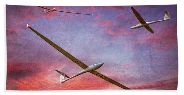 Gliders Over The Devil's Dyke At Sunset Bath Towel