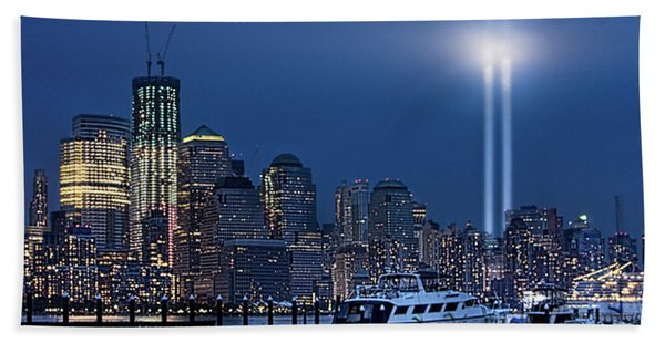 Ground Zero Tribute Lights And The Freedom Tower Bath Towel