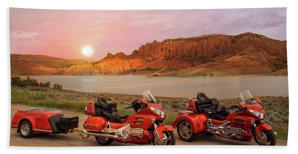 Bath Towel featuring the photograph Honda Goldwing Bike Trike And Trailer by Patti Deters
