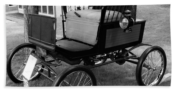 Horseless Carriage-bw Bath Towel