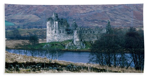 Kilchurn Castle, Scotland Bath Towel