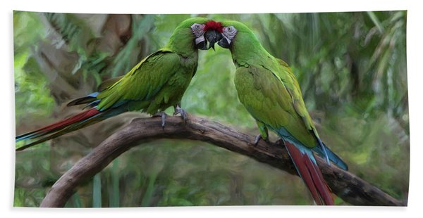 Kissing Macaws Bath Towel