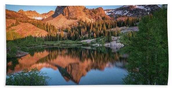 Hand Towel featuring the photograph Lake Blanche At Sunset by James Udall