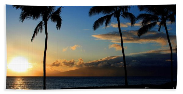 Mai Ka Aina Mai Ke Kai Kaanapali Maui Hawaii Bath Towel