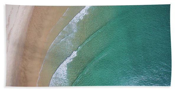 Ocean Waves Upon The Beach Bath Towel