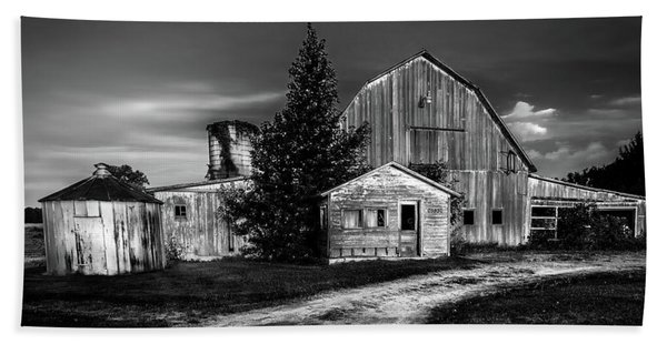 Ohio Barn At Sunrise Bath Towel
