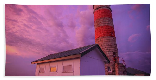 Pink Skies At Cape Moreton Lighthouse Bath Towel