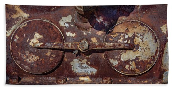 Rusty Gears Bath Towel
