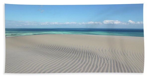 Sand Dune Ripples And The Ocean Beyond Bath Towel
