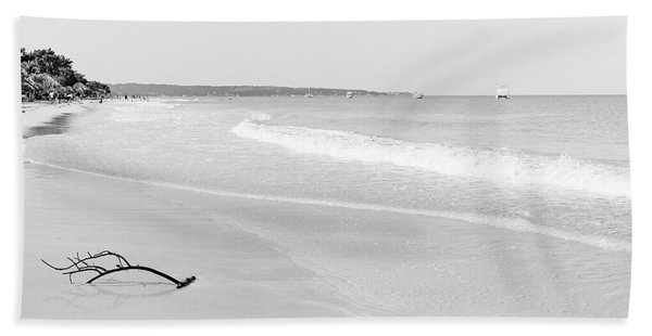 Sand Meets The Sea In Black And White Bath Towel