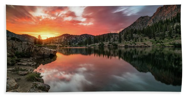 Hand Towel featuring the photograph Sunrise At Cecret Lake by James Udall