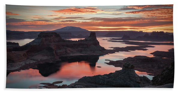 Hand Towel featuring the photograph Sunrise At Lake Powell by James Udall