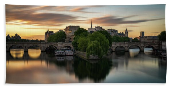 Hand Towel featuring the photograph Sunrise On The Seine by James Udall