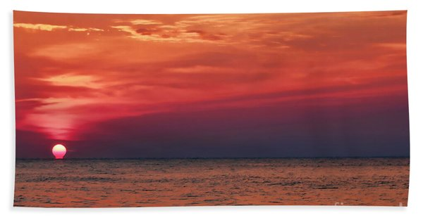 Sunrise Over The Horizon On Myrtle Beach Bath Towel
