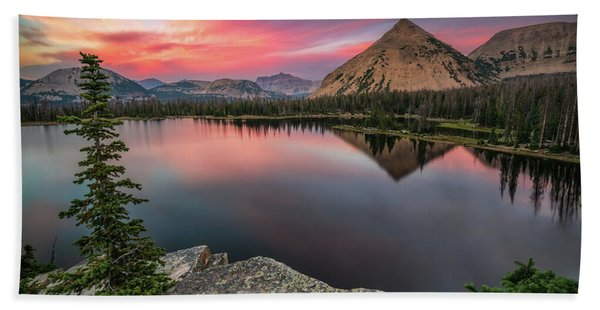 Hand Towel featuring the photograph Sunset At Notch Lake by James Udall