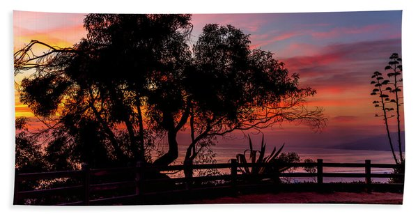 Sunset Silhouettes From Palisades Park Bath Towel