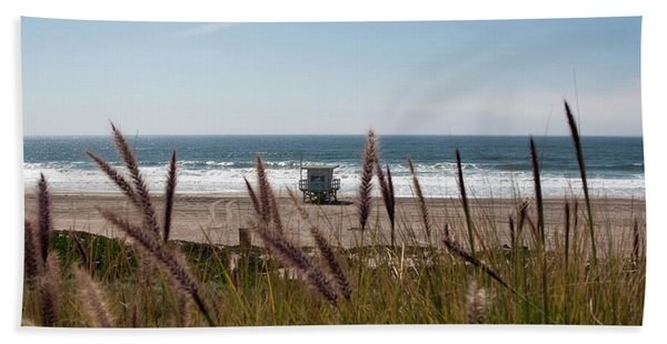 Bath Towel featuring the photograph Through The Reeds by Lorraine Devon Wilke