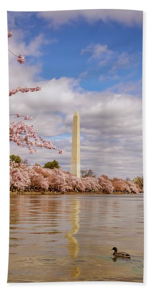 Washington Monument With Cherry Blossom Bath Towel