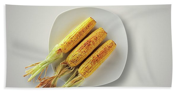 Whole Grilled Corn On A Plate Bath Towel