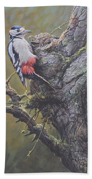 Bath Towel featuring the painting Woodpecker On Tree by Alan M Hunt