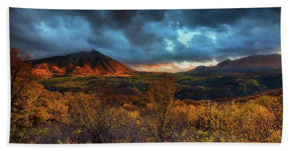 Hand Towel featuring the photograph The Last Light by John De Bord