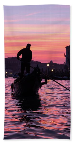 Gondolier At Sunset Bath Towel