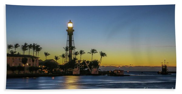 Bath Towel featuring the photograph Hillsboro Light Reflection by Tom Claud