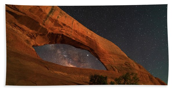 Milky Way Framed By Wilson Arch Hand Towel