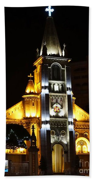 Night View Of The Holy Rosary Cathedral Hand Towel