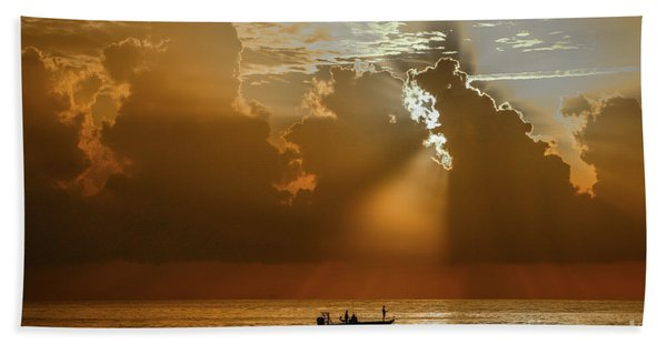 Bath Towel featuring the photograph Rays Light The Way by Tom Claud