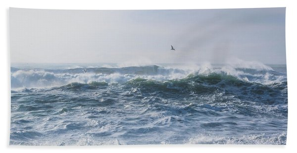 Reynisfjara Seagull Over Crashing Waves Bath Towel