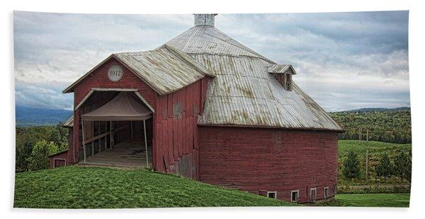 Round Barn - Mansonville, Quebec Bath Towel