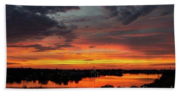 Sunset On Mainstee Lake Bath Towel