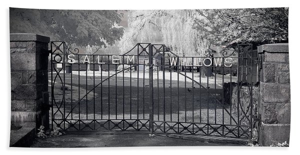 Beach Towel featuring the photograph Entry To Salem Willows by Jeff Folger