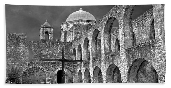 Beach Towel featuring the photograph Mission San Jose Arches Bw by Jemmy Archer