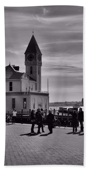 New York Harbor In Black And White Beach Towel