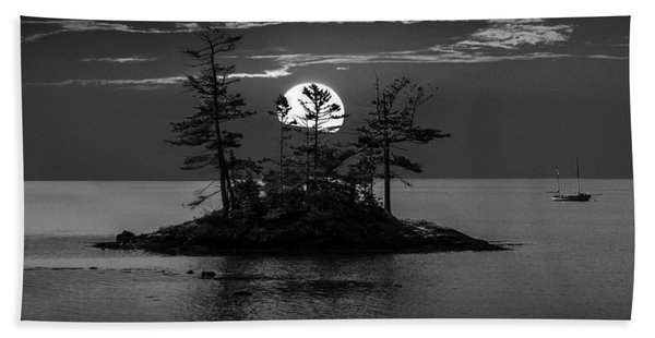 Small Island At Sunset In Black And White Beach Sheet