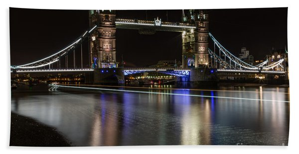 Tower Bridge With Boat Trails Beach Towel