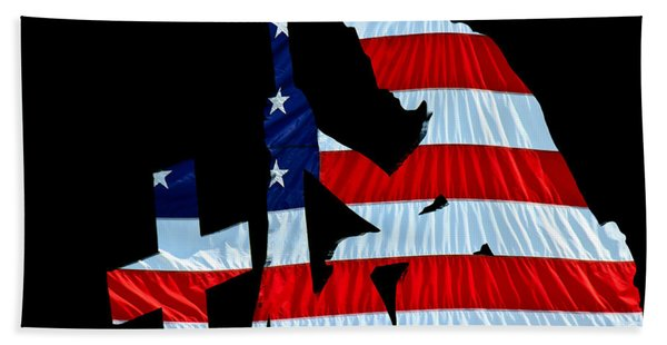 A Time To Remember United States Flag With Kneeling Soldier Silhouette Beach Towel