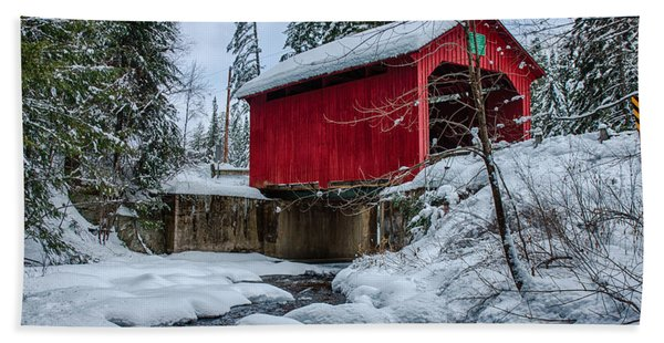 Beach Towel featuring the photograph Vermonts Moseley Covered Bridge by Jeff Folger