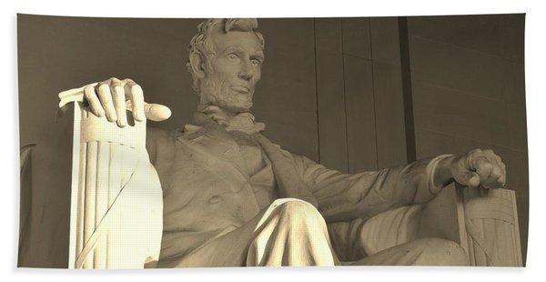 Abraham Lincoln Statue Beach Towel