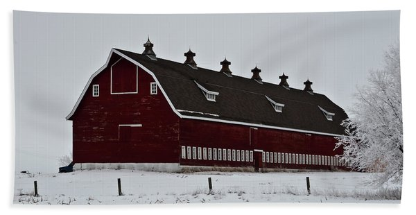 Big Red Barn In The Winter Beach Towel