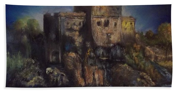 Castle In The Rocks Beach Towel