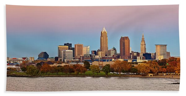 Cleveland Skyline Autumn Sunset Panorama Beach Towel